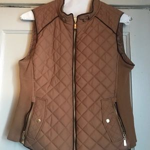 Active USA Quilted Tan & Brown Vest size Large